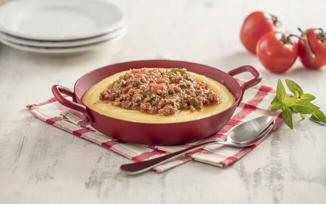 Uma polentinha com carne moída é perfeita para fazer em casa