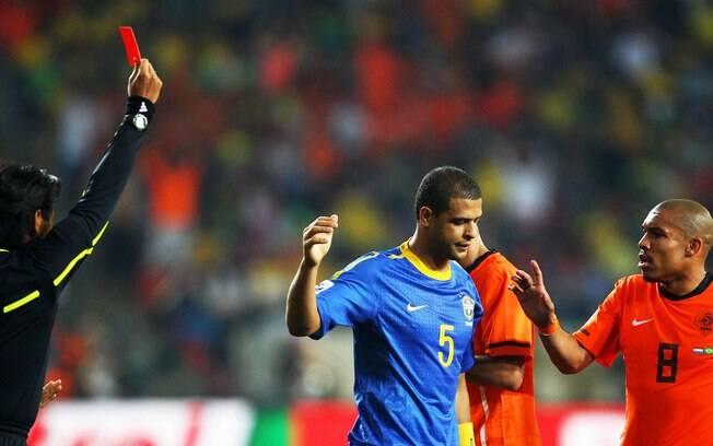 Felipe Melo leva cartão vermelho na partida  contra a Holanda, pelas quartas de final da Copa  do Mundo