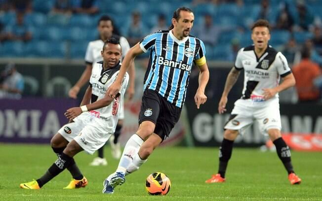 O argentino Hernan Barcos, atacante do  Grêmio