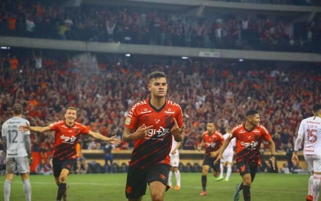 Bruno Guimarães jogará no Lyon