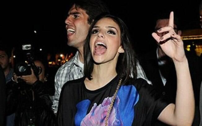 Em um jogo da Champions, Kaká foi substituído  por Manuel Pelegrino e a esposa Carol Celico tomou  as dores:
