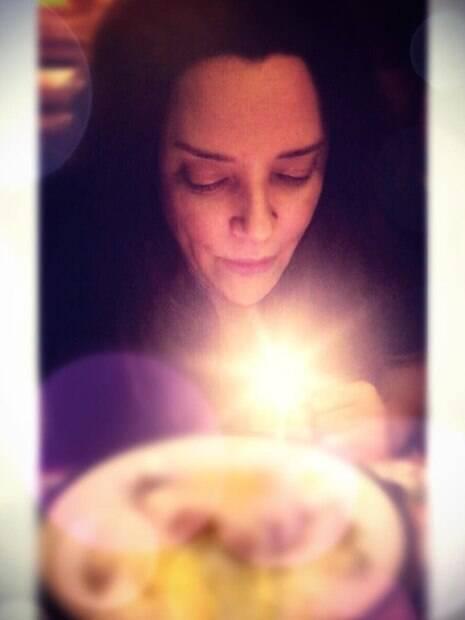 Ana Carolina recebe homenagem em seu aniversário