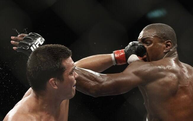 Lyoto Machida foi derrotado pelo  norte-americano Phil Davis, em decisão que  revoltou torcedores no UFC 163