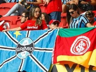 Gre-Nal da Paz contou com a torcida mista de colorados e tricolores no Beira-Rio