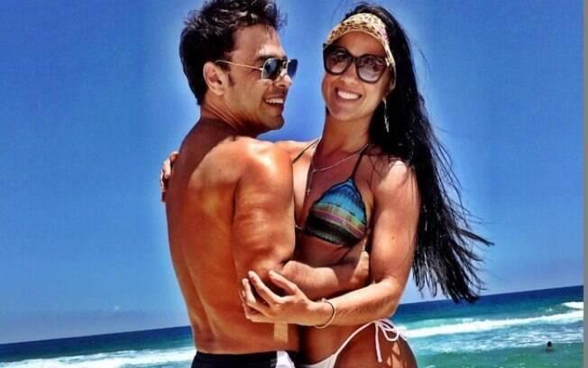 Para poder morar com Graciele Lacerda em definitivo, o cantor Zezé Di Camargo comprou uma mansão em Alphaville
