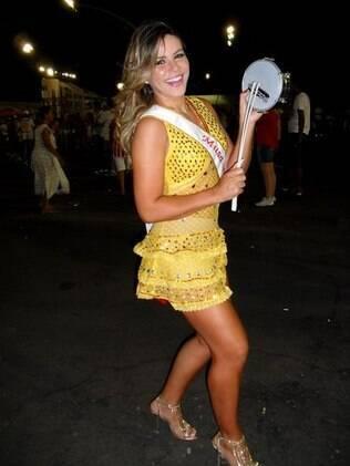 Tânia Oliveira está feliz pelo convite para ser Madrinha de Bateria da Tom Maior