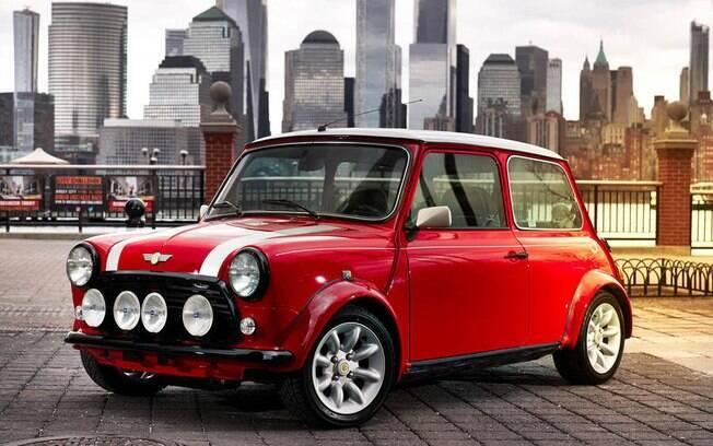 Mini Cooper clássico equipado com motor elétrico é capaz de rodar até 100 quilômetros com uma recarga