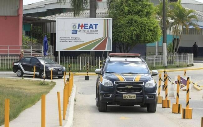 Motorista, que teria sido atingido por cinco disparos,  foi encaminhado para o Hospital Alberto Torres