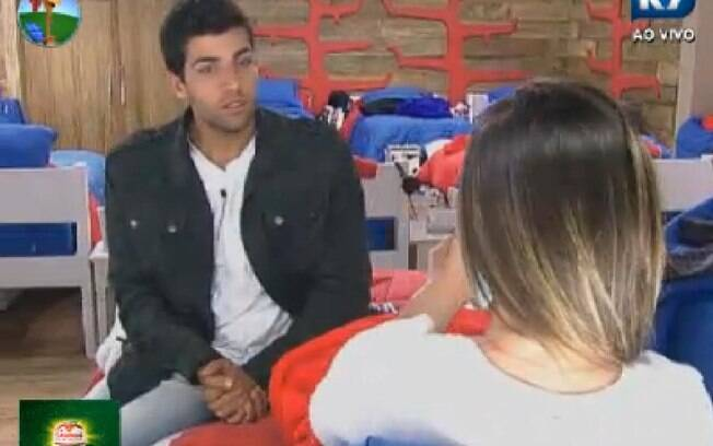 Diego Pombo e Nicole Bahls discutem