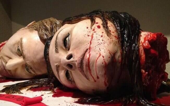 Os noivos norte-americanos são conhecidos por trabalhar fazendo bolos com esculturas realistas