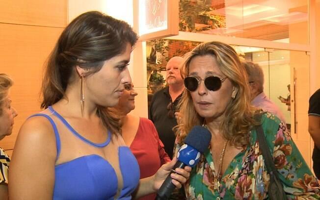 'Isso é uma coisa natural e não estou preocupada com o que os outros pensam', diz atriz Maria Zilda sobre casamento com arquiteta em entrevista ao TV Fama