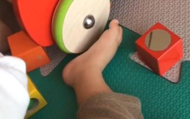 Monica Benini compartilhou os pés do filho, Otto, nos stories do Instagram. Um fã não gostou e reclamou da publicação