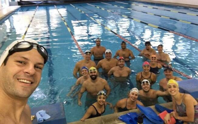 Especialista em maratona aquática, Samir Barel dá aulas de natação na Academia Elo
