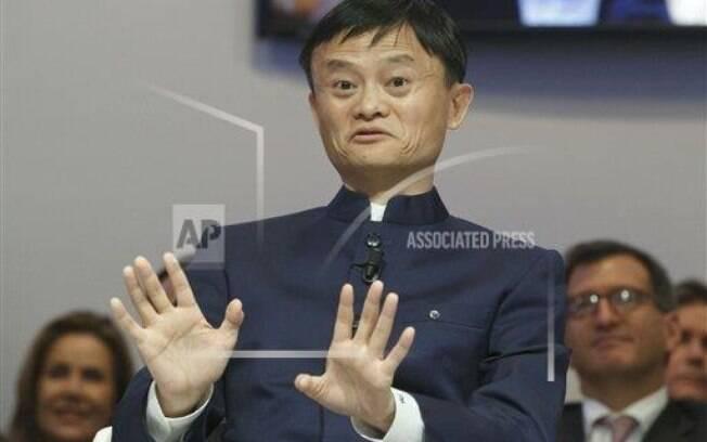 Crescendo na pobreza na China, Jack Ma chegou a ser reprovado ao tentar emprego numa lanchonete. Mas em 1995, ele descobriu na internet um jeito de virar o jogo. Dono da gigante de vendas online chinesa Alibaba, ele tem um patrimônio que vale US$ 27,8 bilhões . Foto: AP. Foto: AP Photo/Michel Euler