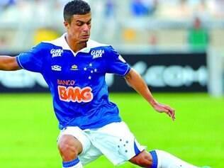 Concorrência. Lateral-esquerdo Egídio espera afastar a desconfiança da torcida estrelada e voltar a atuar bem com a camisa do Cruzeiro