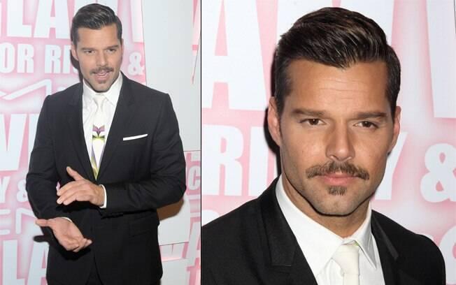 Ricky Martin aparece de bigode em festa em Nova York nessa quarta-feira (15)