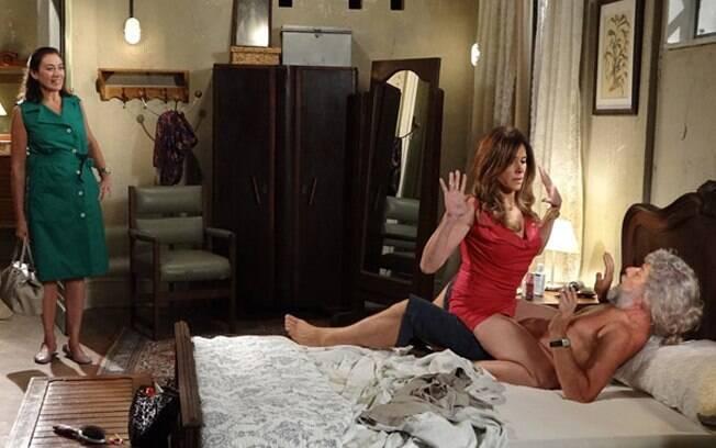 Griselda flagra Tereza Cristina e Pereirinha na cama