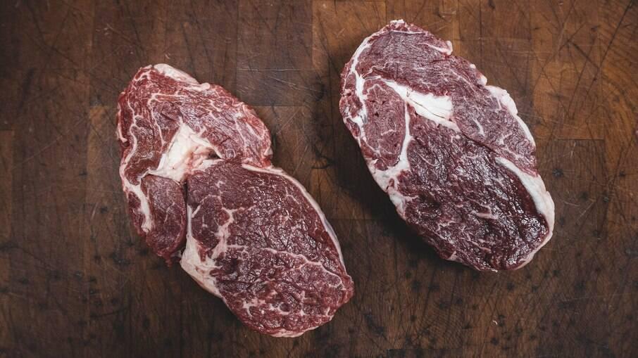 Jovens comem carne podre para alucinar
