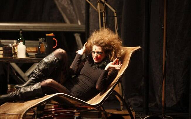 Letícia Spiller em cena do espetáculo
