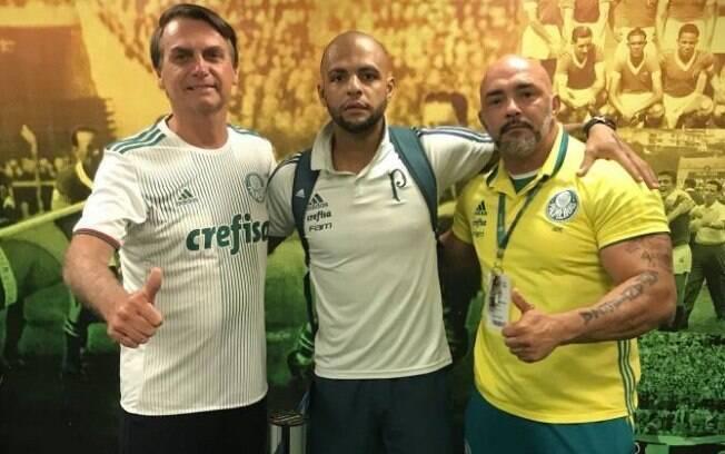 Bolsonaro posa ao lado de Felipe Melo no Allianz Parque