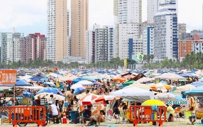 No primeiro dia do ano, Baixada Santista tem registro de praias cheias