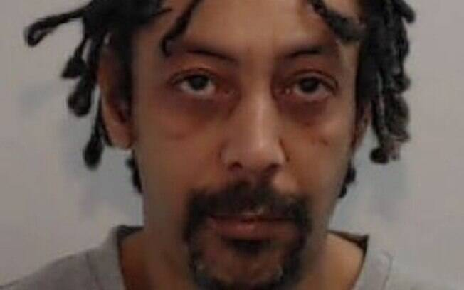 Após ser condenado a 10 anos de prisão por acidente com arma, britânico teve sua pena reduzida para oito anos e meio