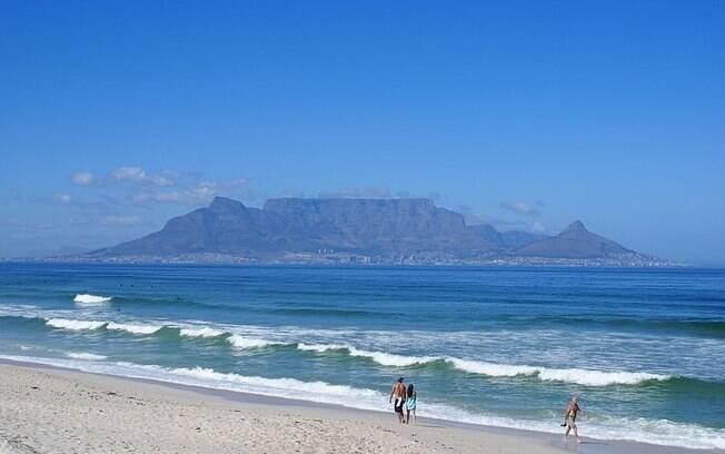 A África do Sul é o sétimo país da lista, com 91% dos entrevistados declarando-se religiosos. Na foto, a Montanha da Mesa, ponto turístico na Cidade do Cabo.. Foto: Danie van der Merwe/Wikipédia