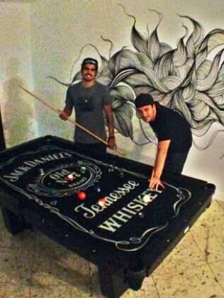 Rodrigo Andrade e Caio Castro dividem um apartamento no Rio de Janeiro