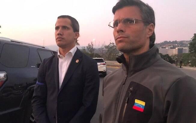 Guaidó ao lado de Leopoldo Lopez, promete continuar protestos contra Maduro