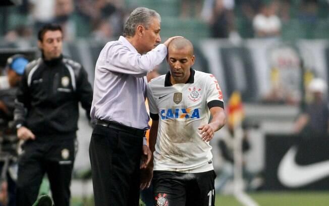 Tite e Emerson Sheik durante o jogo contra o Cruzeiro