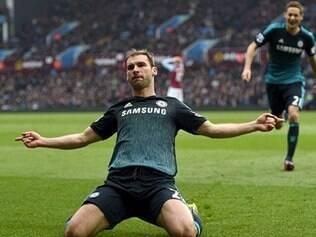 Eden Hazard abriu o placar para o Chelsea, num contra-ataque bem sucedido