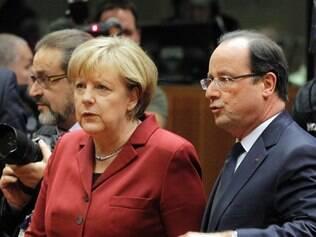 Chanceler Alemã Angela Merkel e o  Presidente francês Francois Hollande, discutiram o caso de espionagem norte-americano durante a Cúpula do Conselho da União Europeia