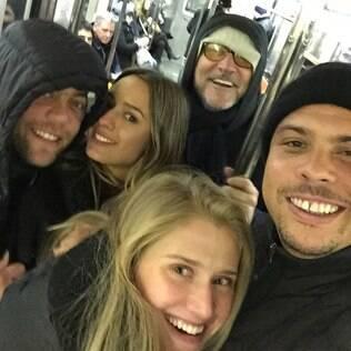 Ronaldo, a namorada e amigos no metrô de Nova York