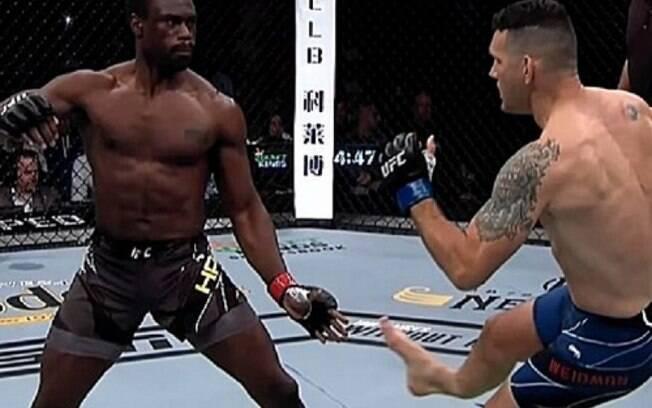 Weidman divulga raio-x 'chocante' depois de grave lesão no UFC 261 e imagem impressiona