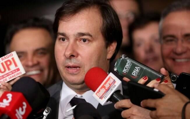 Rodrigo Maia (DEM) está fazendo um esforço concentrado para  tentar votar MPs, mas prefere não fazer previsões