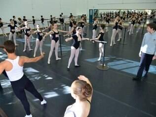 Bolshoi realiza audições de dança para pré-indicação de jovens entre 9 a 17 anos na cidade de Governador Valadares