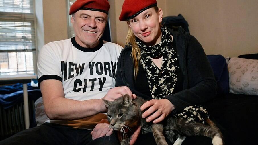 Curtis Sliwa e a esposa, Nancy, têm um gato que foi adotado cego