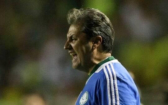 Para defender Valdivia, Kleina elogia Corinthians e vê juiz premeditado - Futebol - iG