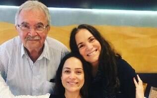 Gabriela Duarte comemora aniversário com homenagem e foto rara com os pais