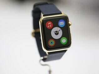 Apple Watch chega às lojas em abril