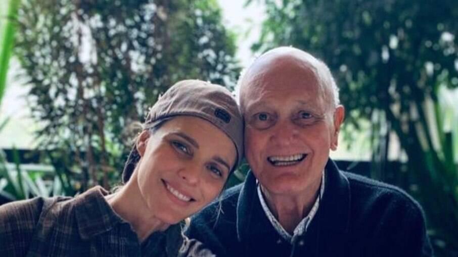 Fernanda Lima diz que pai menosprezou Covid-19