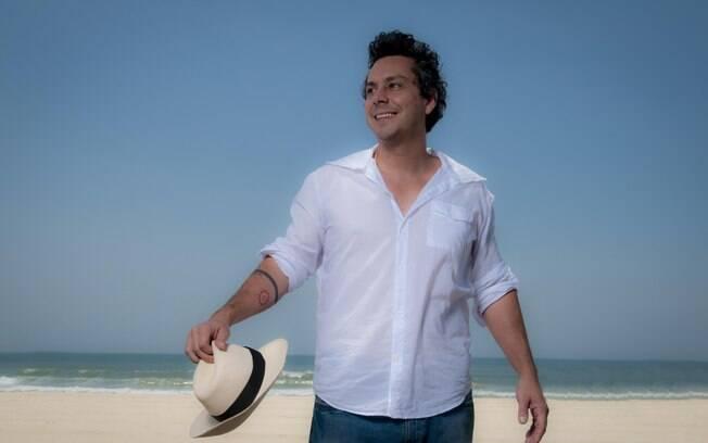 Além da Novela, o ator está lançando o seu terceiro CD solo