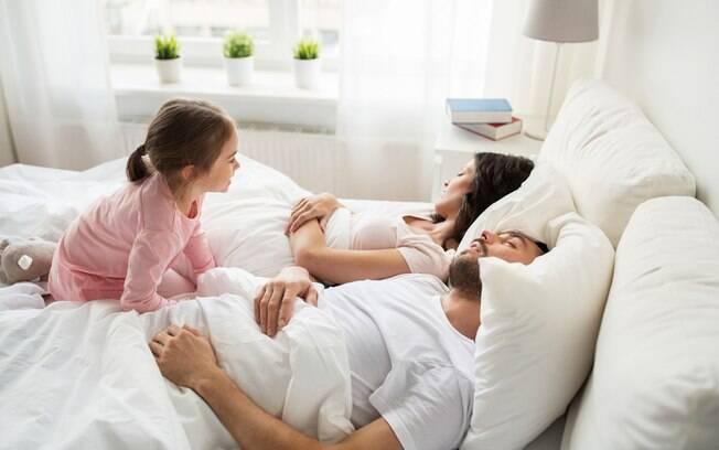 O segredo para garantir a vida sexual mesmo compartilhando a cama com os filhos é usar outros cômodos da casa