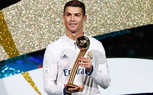 Cristiano Ronaldo lava a Bola de Ouro do Mundial de Clubes da Fifa