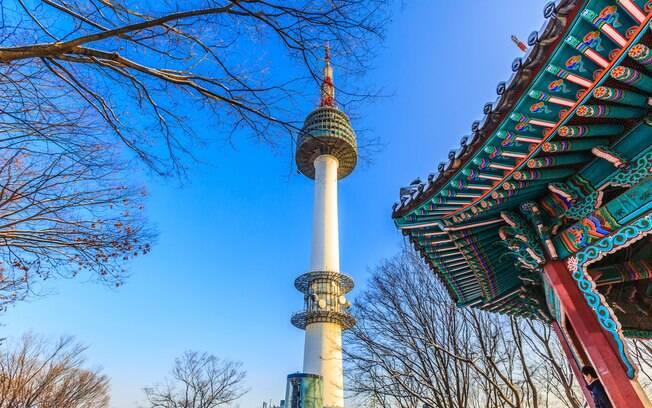 Seja durante a viagem ou em um intercâmbio na Coreia do Sul, a torre N Seoul Tower não pode faltar na lista de passeios