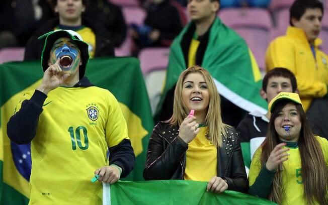 Torcida brasileira comparece ao estádio em  Genebra
