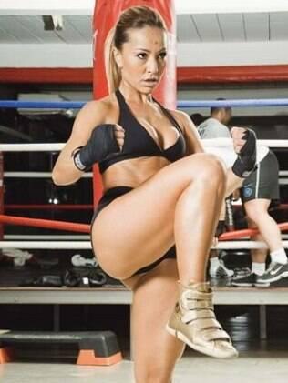 Sabrina Sato: corpão com exercícios e disciplina