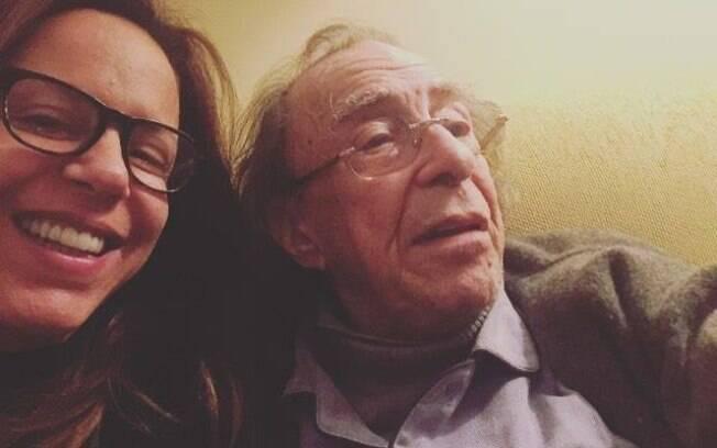 Bebel Gilberto e João Gilberto em foto antiga publicada pela filha nas redes sociais