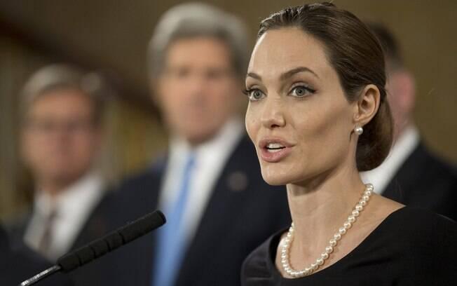 Angelina Jolie fala em encontro do G8, em abril deste ano: filhos motivaram a decisão da atriz pela retirada das mamas como forma de prevenir o câncer