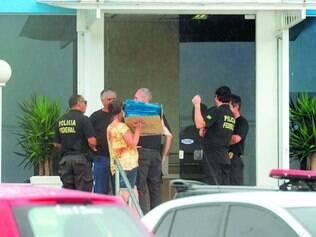 Cerco. Agentes da Polícia Federal entram na empresa Arxo, do empresário Sérgio Ambrósio em SC